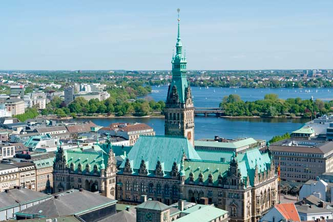 Hamburg is the second largest city in Germany and an important touristic, political and economic point.
